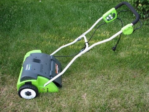 Greenworks Electric Lawn Dethatcher - Dethatching Lawn (Review)