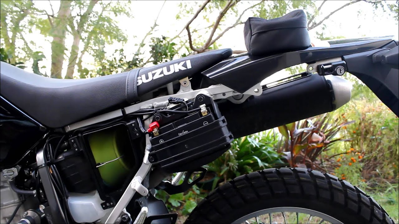 How to Charge the Battery on a Suzuki DRZ400 - YouTube