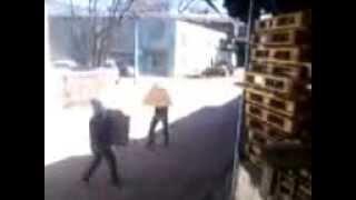 грузчики(грузчики от безделия устроили гладиаторские бои., 2013-05-14T05:19:09.000Z)