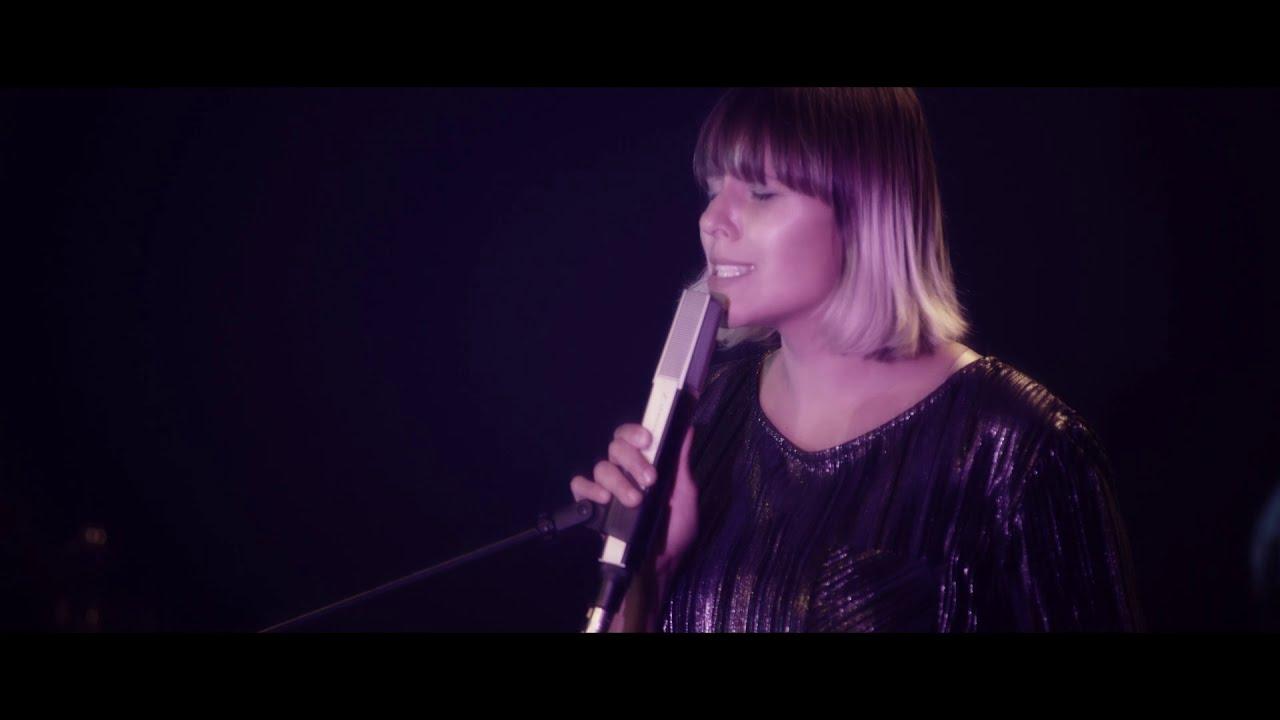 Ola Bilinska and Libelid Performing
