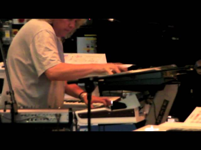 Saga Tour 2011 Vlog.. Jim Gilmour talkes about the new Korg Keyboards
