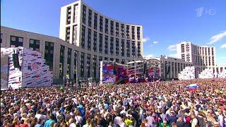 В Москве со столичным размахом отметили День государственного флага.