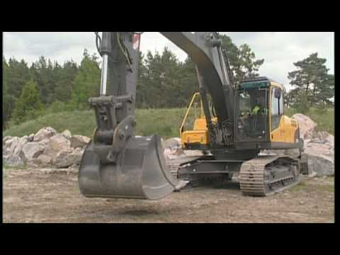 how to use the universal quick fit on a volvo crawler excavator (part 13 of  15) - youtube