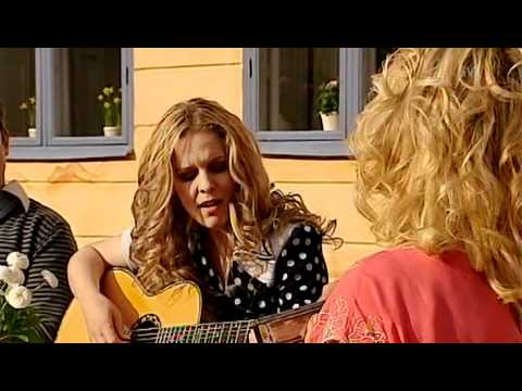Sofia Karlsson & Tina Ahlin - Ännu doftar kärlek (Valborg 2011)