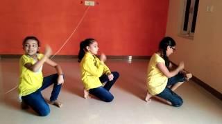 3 little girl dance on tu cheez badi hai mast mast..