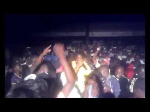 Galaxy J One make fans go mad in douala 2014