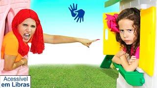 👋🏻 LIBRAS 👋 Valentina finge brincar Brincar de vizinhas com casas de brinquedos