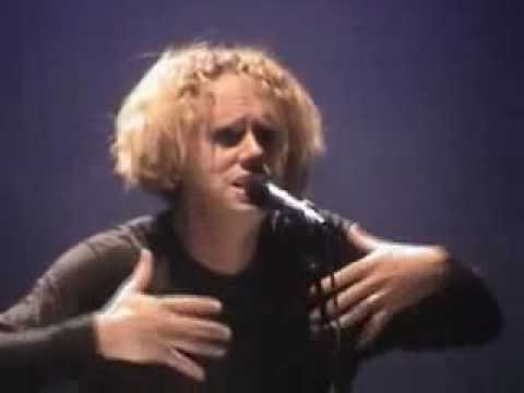 Martin Lee  Gore - Walking in my shoes on May 06, 2003 in Los Angeles  USA  Live