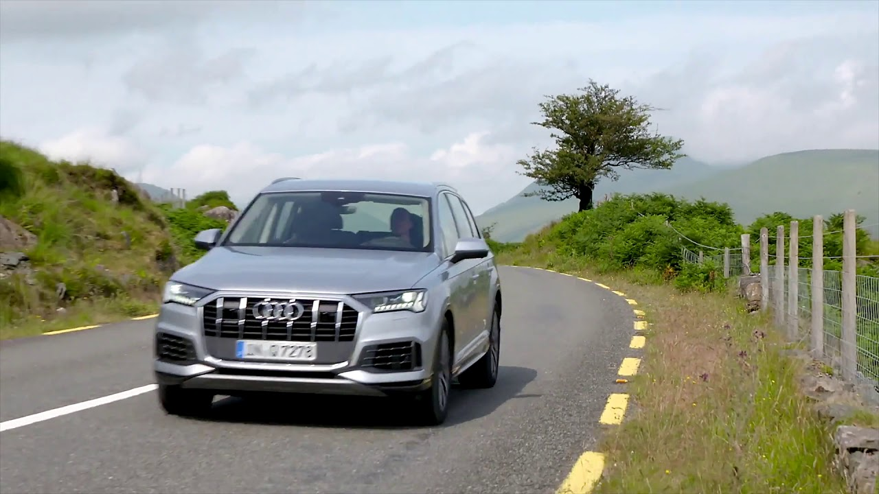 Audi Q7 in Florett Silver Driving Video