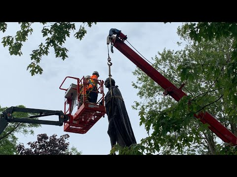 Sir John A. Macdonald statue in Kingston, Ont. comes down