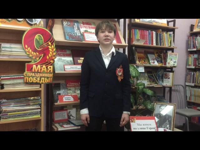 Изображение предпросмотра прочтения – ТимурКлючанский читает произведение «Отрывок из стихотворения Плескалось багровое знамя» Р.И.Рождественского