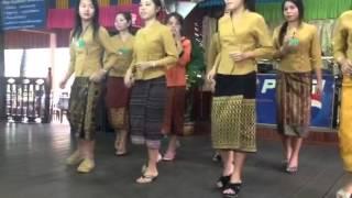 Repeat youtube video การเต้นบาสโลบของสาวลาว