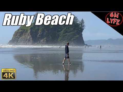 Hiking Ruby Beach Olympic national park at low Tide
