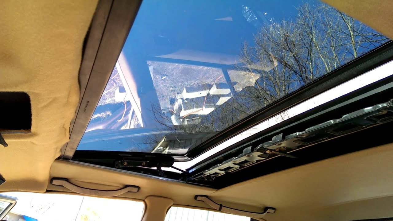 Mercedes w201 190e 190d glass sunroof youtube for Mercedes benz sunroof repair