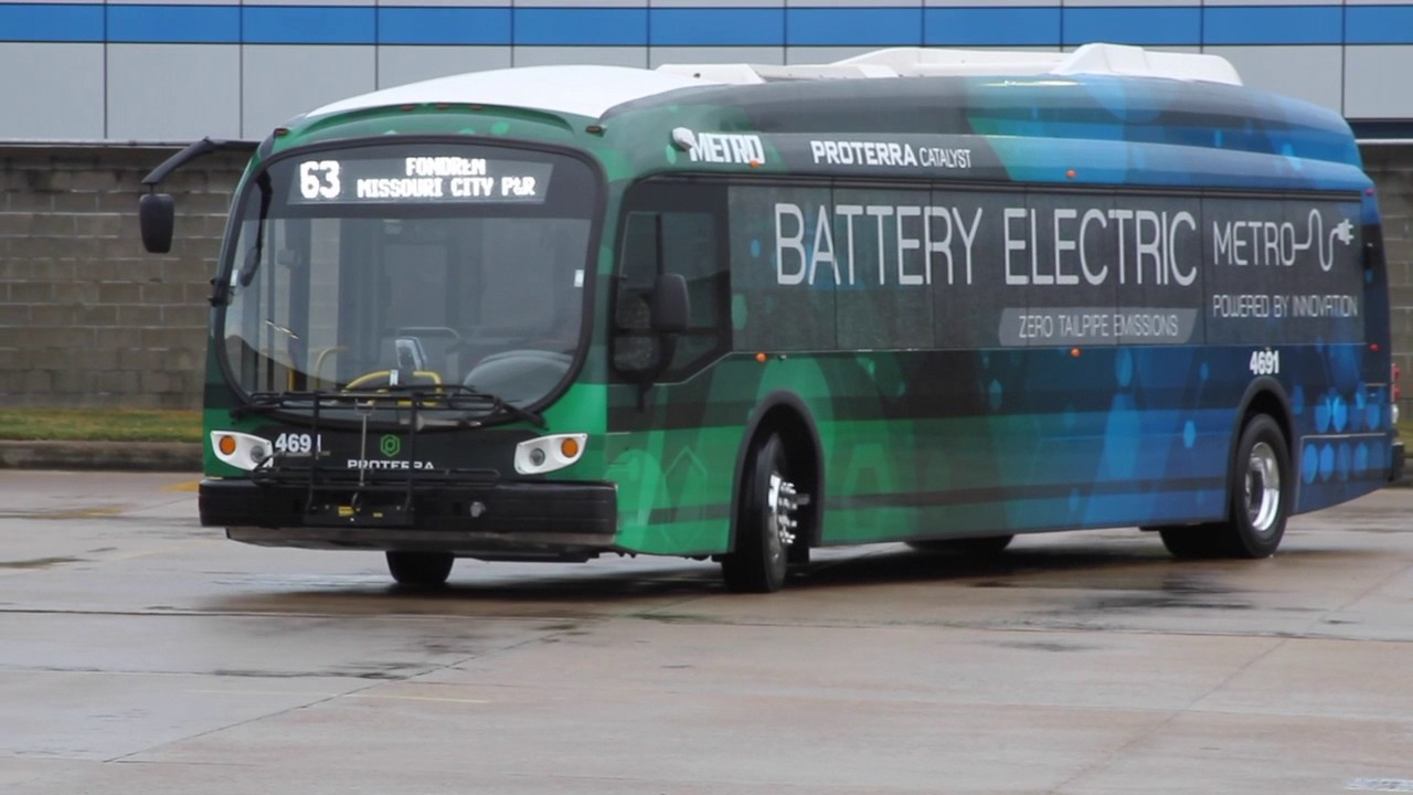 METRO Pilots Battery-Electric Bus on 63 Fondren