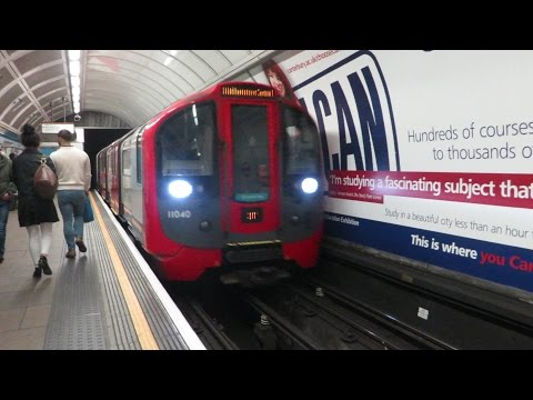 [London] 2009 Stock - Oxford Circus (Victoria Line)