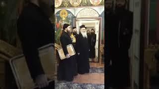 Părintele Ghelasie le-a cântat copiilor colinde