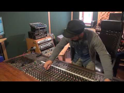 "Roberto Sánchez mixing The I-Twins | ""The Master Plan"" dub session"