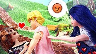 Miraculous Ladybug et Chat Noir Lila embrasse Adrien devant Marinette