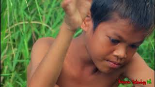 Primitive Technology - Eating delicious - Cooking chicken eggs on a rock
