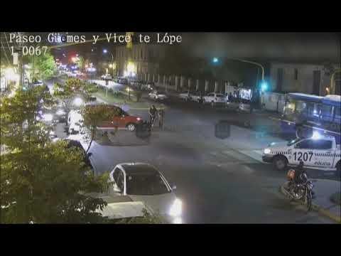 Por no respetar el semáforo, protagonizaron un choque
