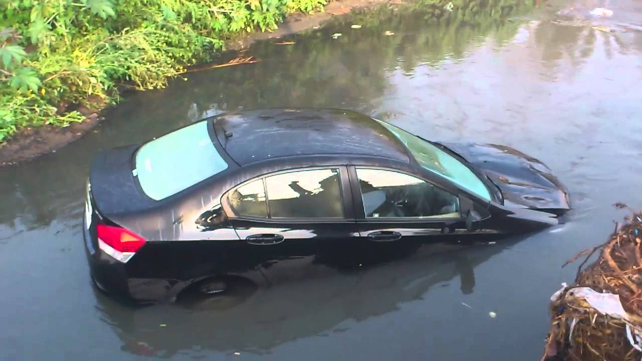 Honda City Sedan Goes Offroad And Ends Up In A Drain Youtube