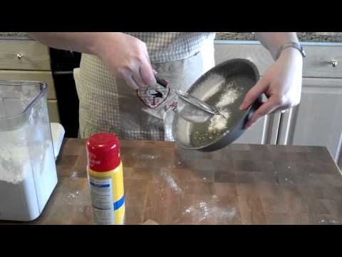 how-to-lightly-flour-a-cake-pan