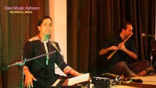 Devi music ashram (Rishikesh India) - banke bihari ji bhajan - Neeti