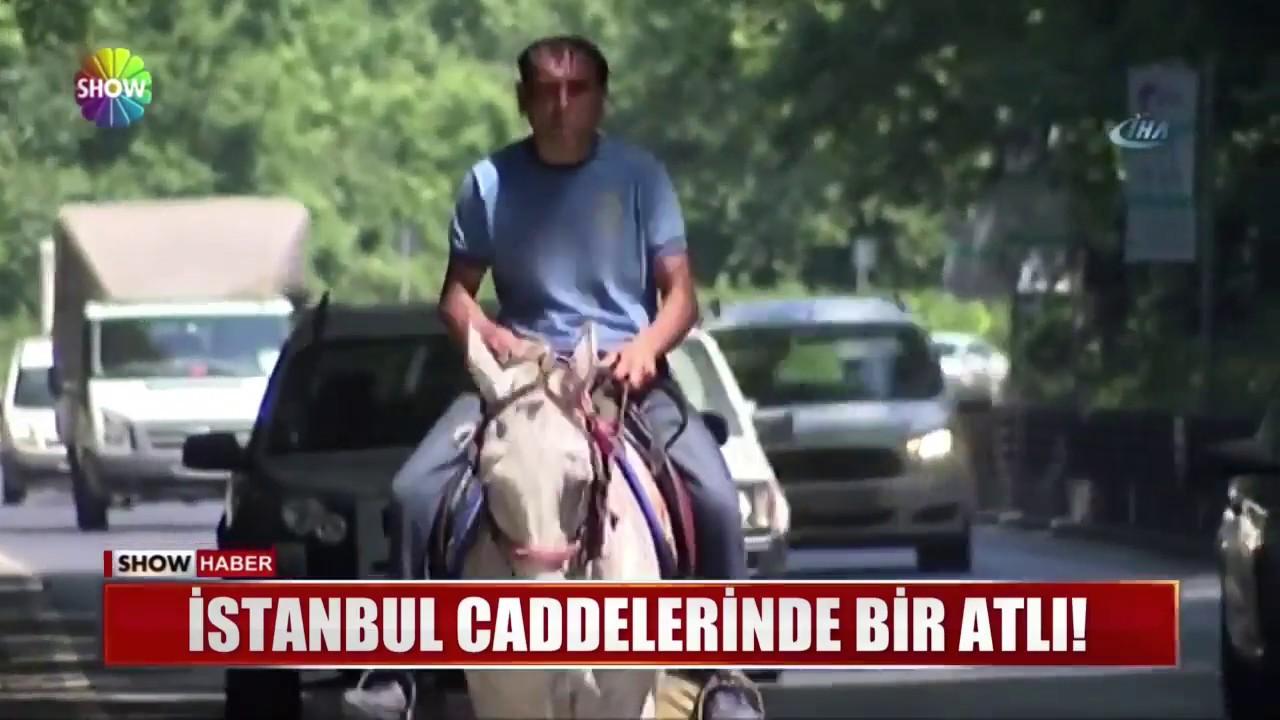 İstanbul caddelerinde bir atlı
