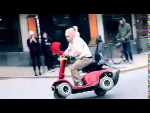 opa berholt motorrad mit rollator youtube. Black Bedroom Furniture Sets. Home Design Ideas