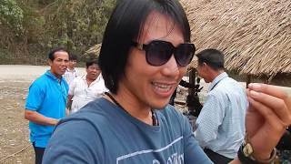 พี่น้องชาวลาวชวนกินข้าวกินเหล้าข้างทางม่วนหลาย get something to eat laos people