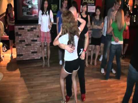 Salchata night Latin Club MAMBO Bar Seoul Korea (juny.2012.15) 052 Ataca y Latingirl.avi