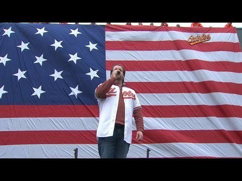 MIN@BAL: Opera tenor Rolando Sanz sings anthem