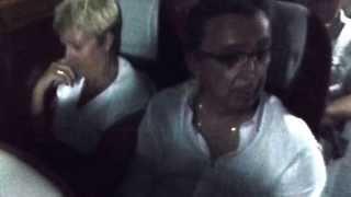 Dans le bus...de retour du mariage.