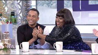Hill Harper Demonstrates His New Body Oil on Loni!