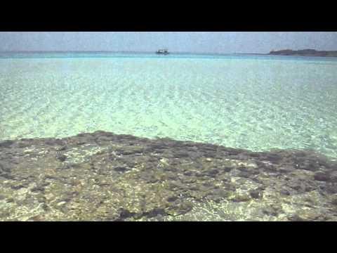 百合ヶ浜の砂浜や浅瀬のパノラマ風景