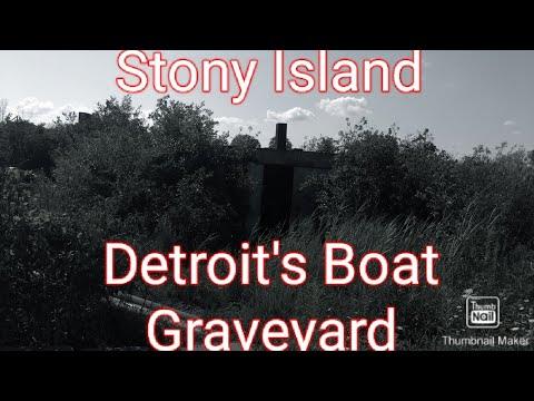 Exploring Detroit's Boat Graveyard and Abandoned Barge Warehouse (Stony Island)