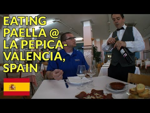 Eating Spanish Paella @ La Pepica in Valencia, Spain (popular place on the beach)