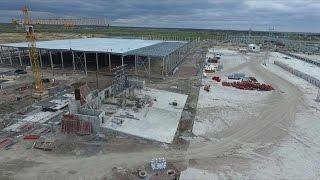 Нове підприємство у Коростені забезпечить роботою близько 3500 людей(http://www.zhitomir.info/news_156503.html Поки тут ще працює важка будівельна техніка, але вже зовсім скоро на місці кранів..., 2016-04-27T13:36:15.000Z)