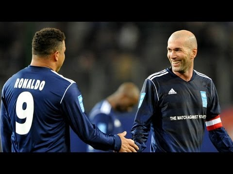 Zidane und Ronaldo zaubern! Torfestival beim Match against poverty in Hamburg - SPORT1