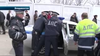 Возле кладбища во Владивостоке автоледи проехала по ноге полицейского