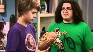 Nie ma to jak statek - Pierwszy pocałunek. Oglądaj w Disney Channel!