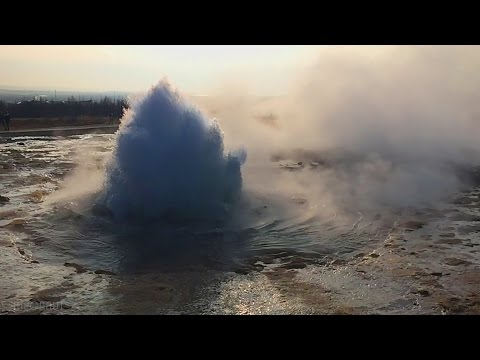 Geyser Strokkur Iceland [Time Lapse and Slow-Motion]