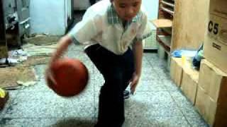9歲天才神童的基本運球1~5式