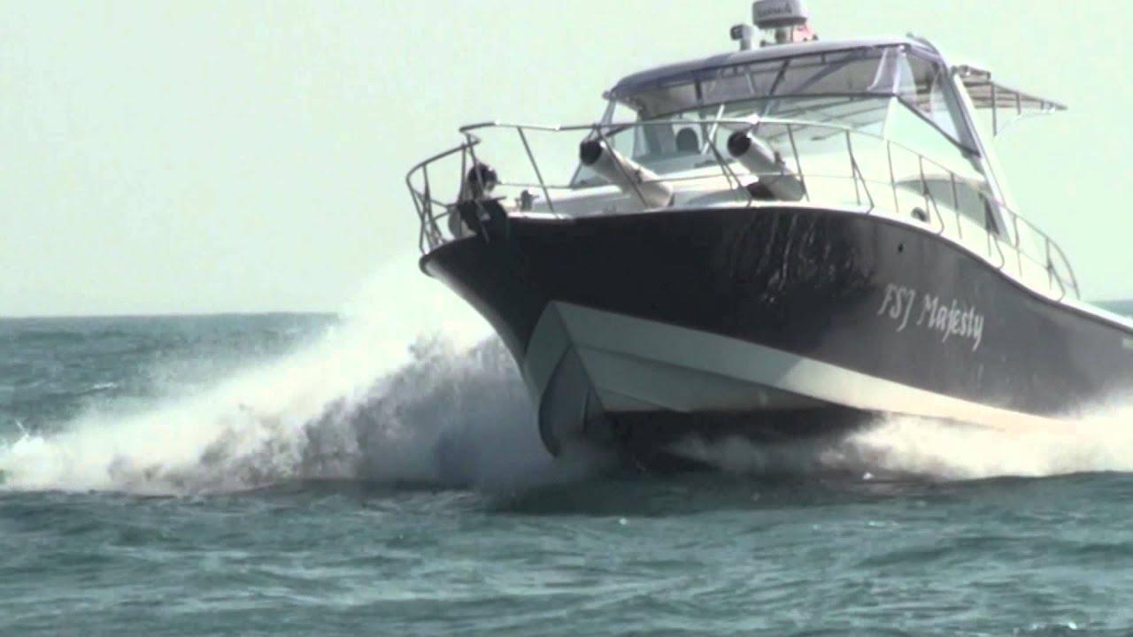Delicieux Marathon 42 Sport Cruiser With Triple Suzuki DF300AP Outboard Motors