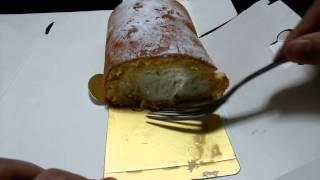クリームたっぷりのロールケーキ。 詳細はブログへどうぞ。 http://raku...