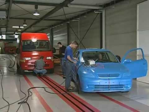 adac crash test dangerous vans in crash youtube. Black Bedroom Furniture Sets. Home Design Ideas