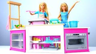 Видео скуклами Барби— Барби и ее семья готовят нановой кухне. РАСПАКОВКА— Игры для девочек
