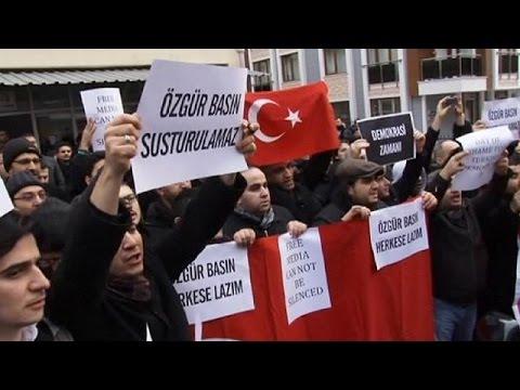 """Türkiye'de 13 ilde """"paralel yapı"""" operasyonu: 25 kişi gözaltında"""