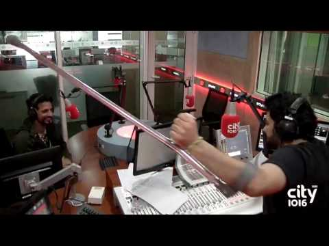 City1016 TV : Parikshit and Sid doing vellapanti - from Mother In laws to Cricket